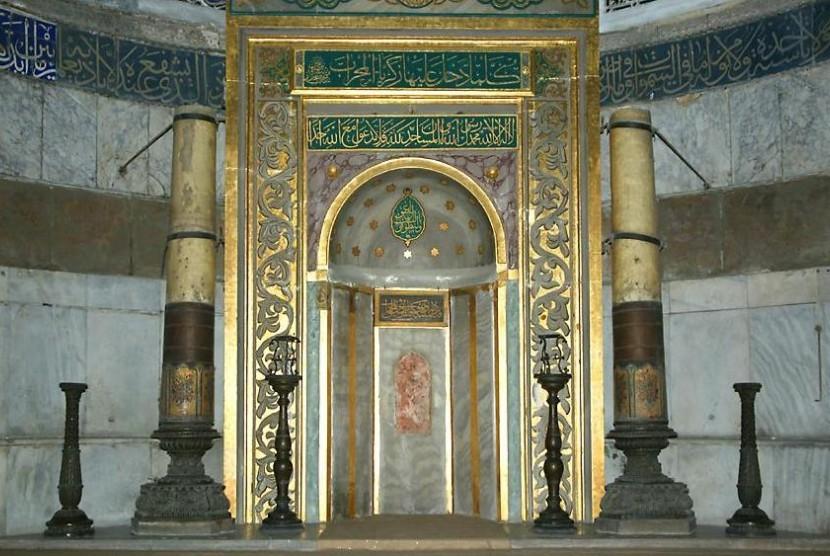 Wisata Religi dan Arsitek Jawa Kuno