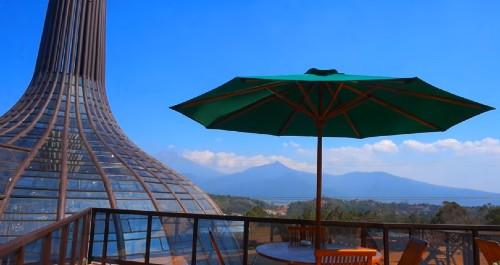 Gunungan Resto Dusun Semilir