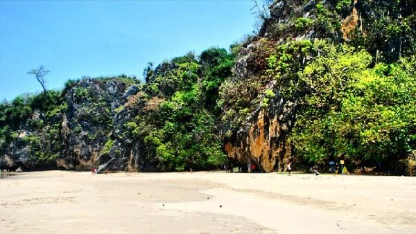 Pantai Ciantir Lebak